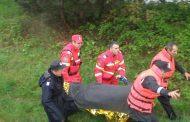 Încă o femeie salvată din râu de pompieri