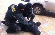 Închisoare cu suspendare pentru cinci traficanţi de droguri