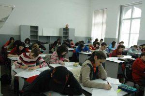 Burse pentru elevi şi studenţi de la CJ Argeș