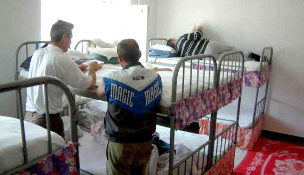 Au dormit în arestul IPJ Argeş