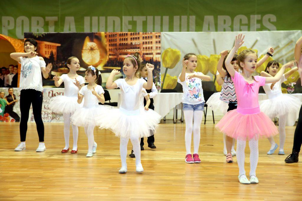 Cursuri de balet şi gimnastică în vacanţă