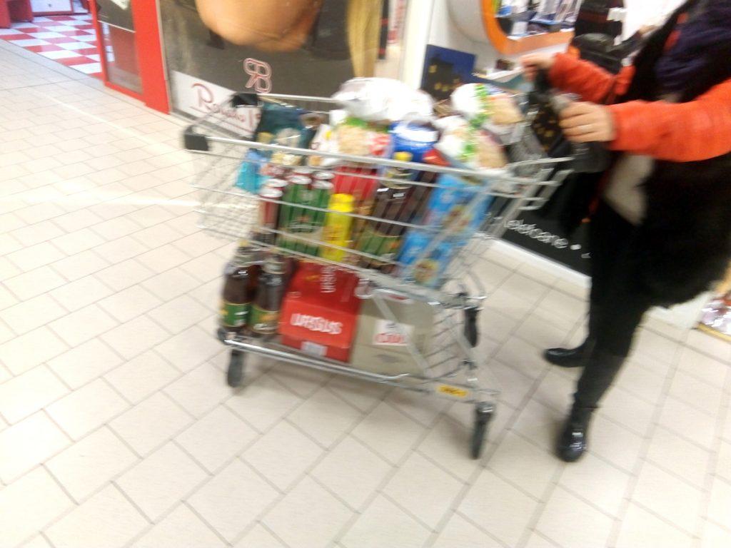 Angajatul unui supermarket din Piteşti, acuzat de vocabular pornografic