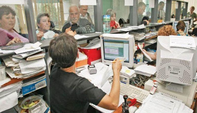 România, singura ţară europeană în care e mai rentabil să munceşti la stat