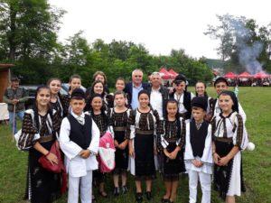 Muzică, voie bună şi bucate alese la Festivalul Caşcavalului de Brăduleţ