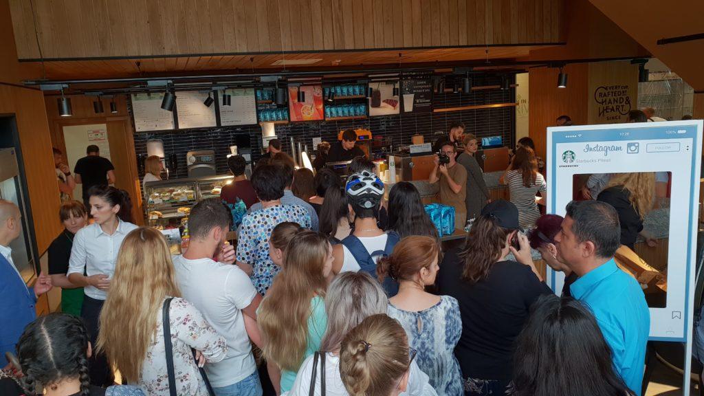 30 de LOCURI DE MUNCĂ la fast food şi hoteluri nemţeşti