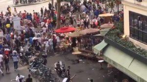 Francezii au sărbătorit titlul mondial la fotbal în stil african: doi morţi, zeci de maşini incendiate, magazine jefuite, bătăi cu Poliţia