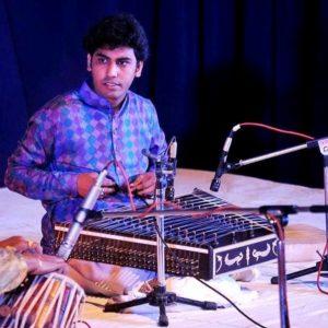 Muzica zilelor noastre:  India, din nou la Pitești...