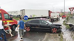Răniţi în accident la ieşirea de pe autostradă