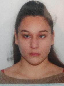O copilă de 14 ani din Piteşti a dispărut de acasă. Dacă o vedeţi, anunţaţi Poliţia