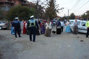 ACUM: Încăierare între romi la Stoeneşti