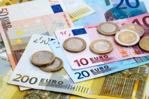 Euro, la minimul ultimelor trei săptămâni în raport cu leul