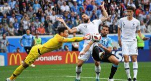 Franţa se califică în semifinale, cu largul concurs al portarului uruguayan