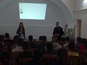 Jandarmii argeşeni, în mijlocul copiilor din taberele şcolare de la Corbeni şi Nucşoara sau paza bună trece primejdia rea
