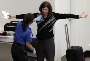 Inventivitate de dascăl: profesoară prinsă copiind, cu telefonul ascuns în chiloţi, la examenul de titularizare