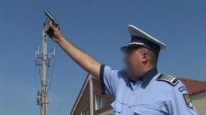 Şofer băut la volan, oprit de poliţişti cu focuri de armă, după ce a refuzat să oprească