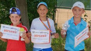 Trei medalii de argint şi una de bronz pentru micii tenismeni din Mioveni