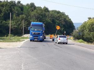 Restricţii impuse pe DN 73, deşi nimeni nu lucrează la drum!