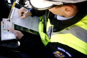 Amenzi mari pentru şoferii cu autocolante pe geamuri