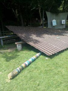 Copil rănit de acoperişul prăbuşit al unui foişor, la Bughea de Sus