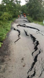 Drum judeţean închis din cauza unei alunecări de teren