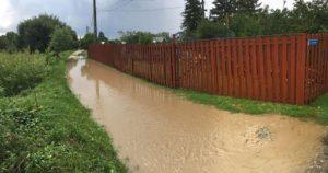 Canalizarea din Costeşti a cedat după o jumătate de oră de ploaie