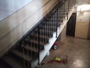 A căzut printre balustrade şi a murit