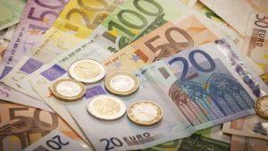 A patra ședință consecutivă de scădere a euro