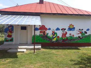 La Boţeşti, zâna educatoare a transformat pereţii grădiniţei în file de poveste