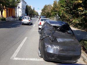 Maşina distrusă în accident, reclamată de cetăţeni