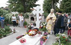 Ascultând porunca Patriarhului, ÎPS Calinic a mers la mormântul lui Arsenie Papacioc
