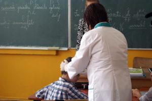 Unii medici de familie din judeţ sar peste triajul epidemiologic al elevilor