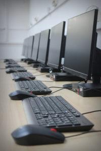 Investiţie... beton în laboratoare şcolare