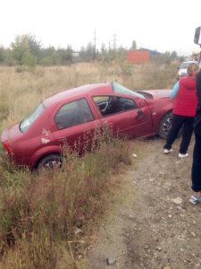 Din cauza vitezei a ajuns cu maşina în şanţ