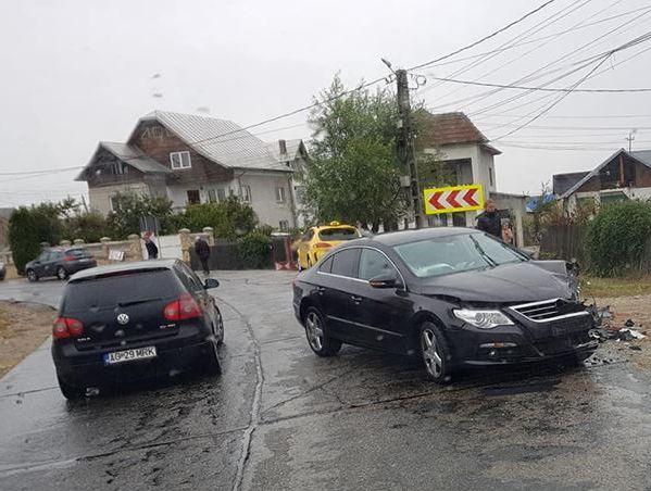 Două maşini s-au ciocnit la Moşoaia