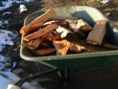 Se întâmplă în Argeș: au furat lemnele de la școală!
