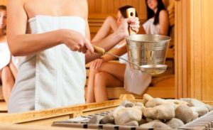 O piteşteancă face saună în continuu, în propriul apartament