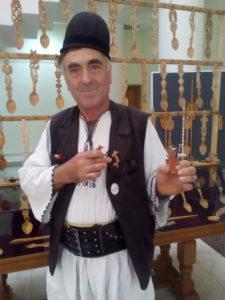 Expoziţie cu vânzare a meşterului Ion Rodoş. Sculptat în lemn,
