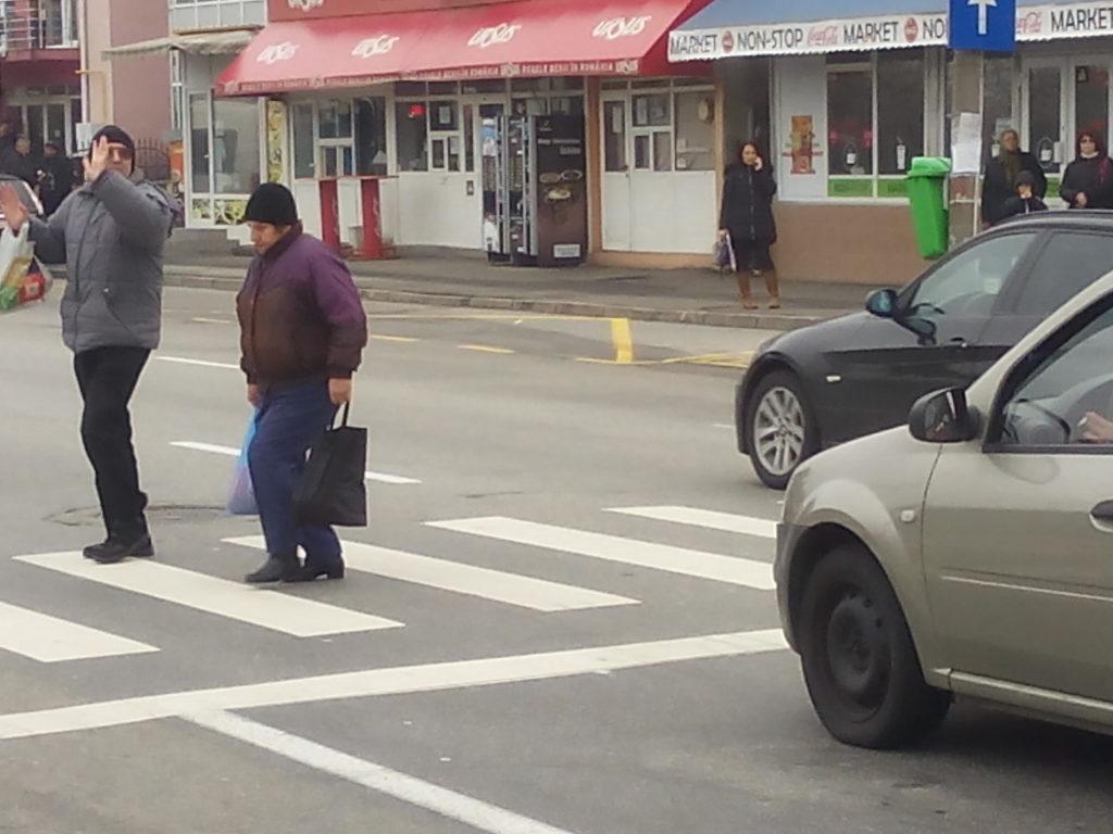 Pieton accidentat în Pitești. Traversa regulamentar