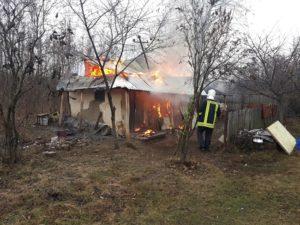 A incendiat două case la Râca