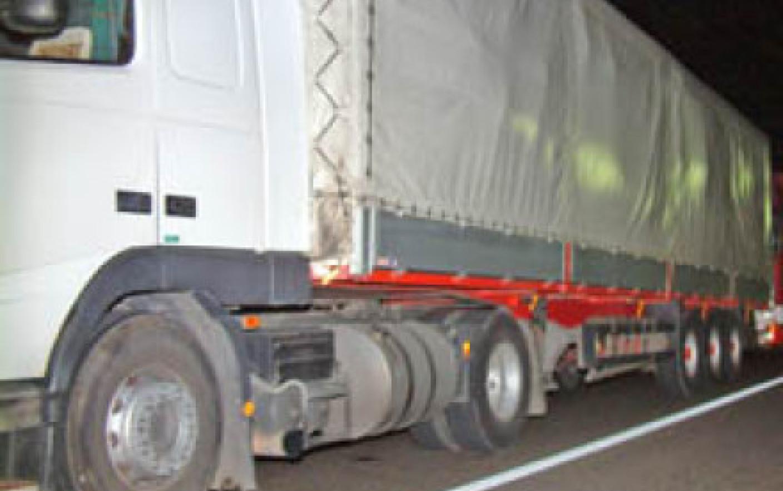 Un container a căzut de pe un TIR