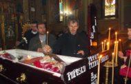 ULUITOR! PĂRINTELE MARIUS POPESCU ÎŞI PREGĂTISE HAINELE DE ÎNMORMÂNTARE