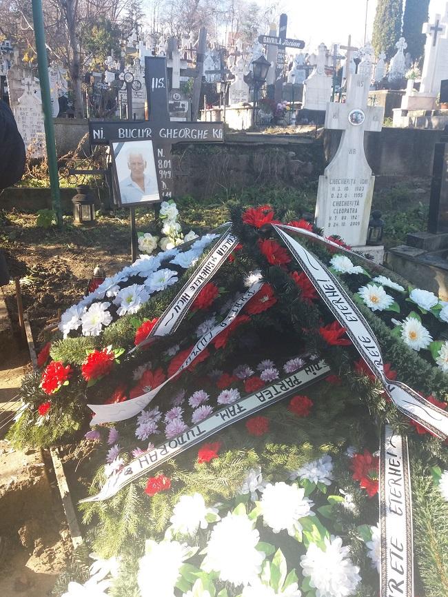 La mormânt