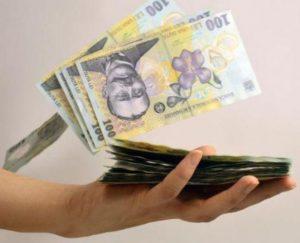 Delirul majorărilor salariale din burtă continuă
