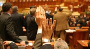 Parlamentarii vor pensii speciale mai mari