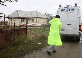 Poliţişti sosiţi la locuinţa victimei