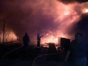 Pompieri în luptă cu flăcările