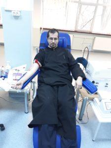 Doi preoţi piteşteni AU DONAT SÂNGE la Centrul de Transfuzii