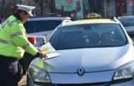 Taximetrişti piteşteni, amendaţi de poliţiştii locali