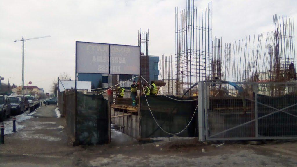 BLOC TURN cu nouă etaje în FRAŢII GOLEŞTI. Şantier deschis la capătul liniei 8