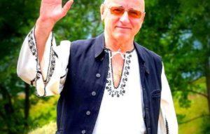 Un artist din Rucăr a murit cu mâna pe acordeon